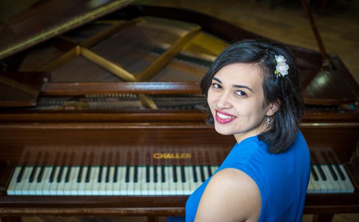 Sarah – Pianist/Vocalist Solo